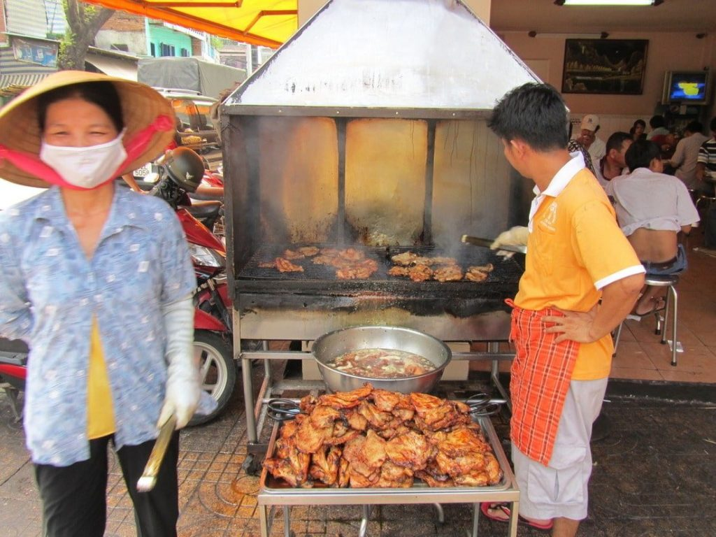 Chops over flames - barbeque on a curbside at Cơm Tấm An Dương Vương