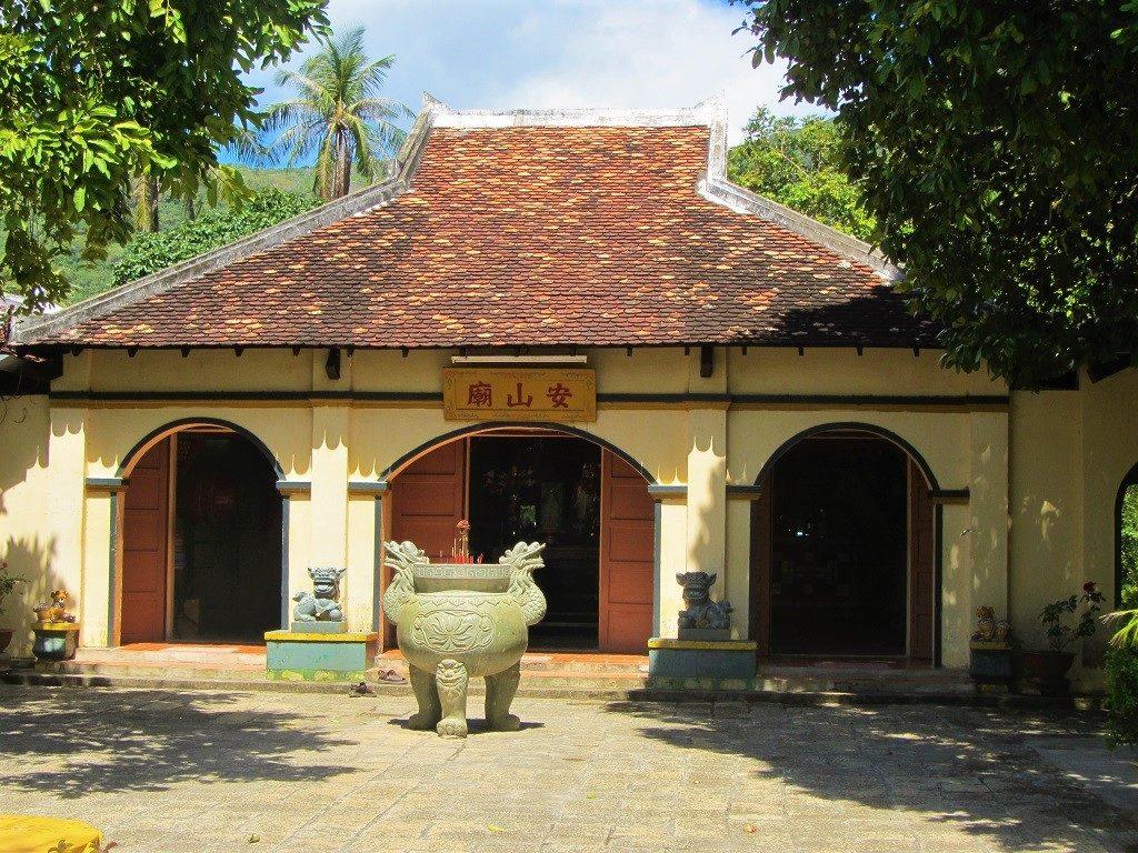 Temple & shrine to Phi Yen, Con Son Island, Con Dao, Vietnam