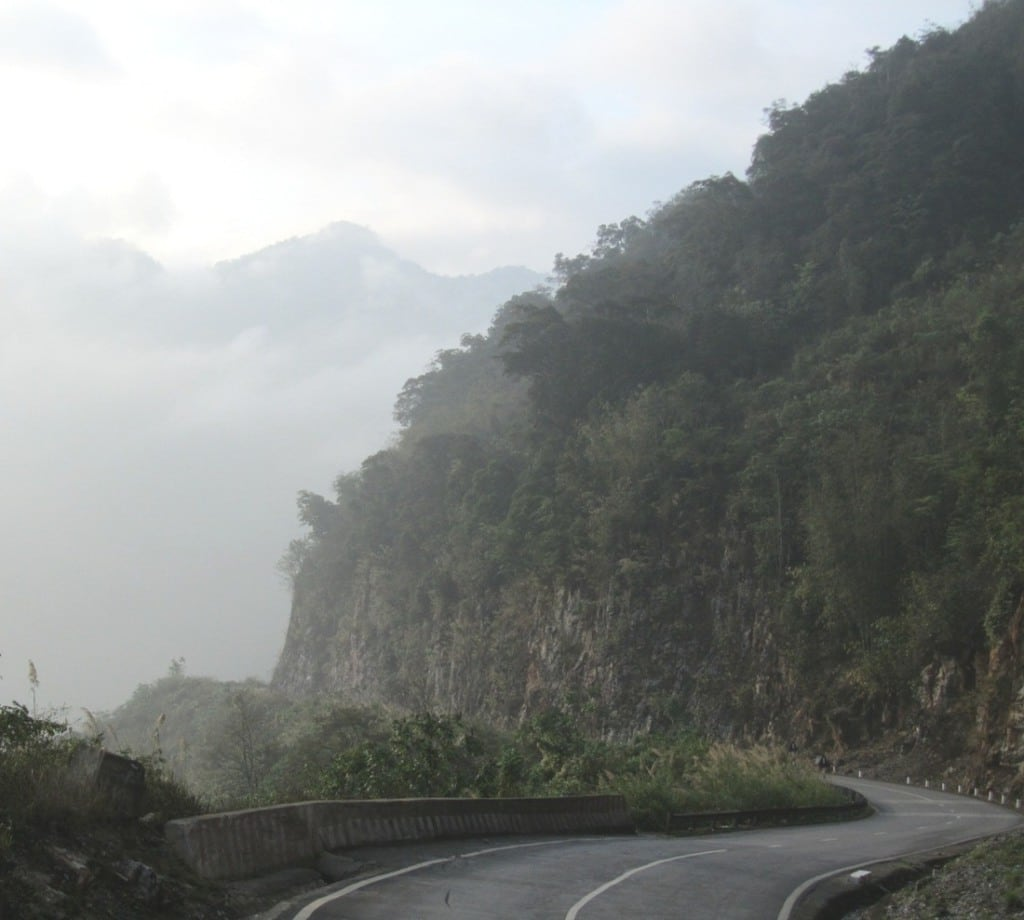 Mountain pass near Hòa Bình - the border of Thanh Hóa Province