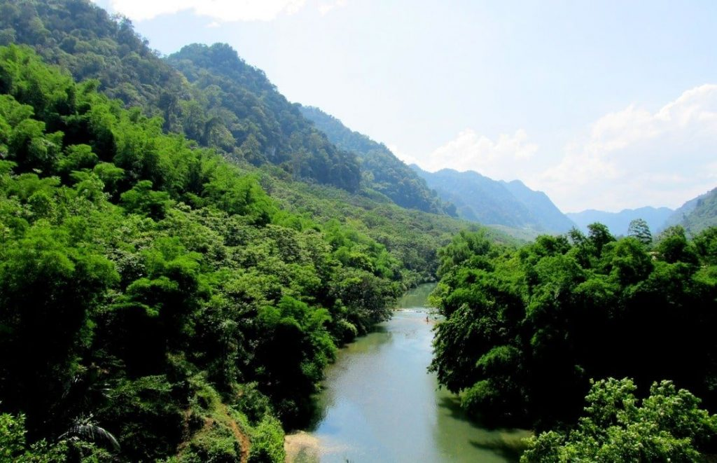 The 'Lao Loop' section is verdant and sparsely populated