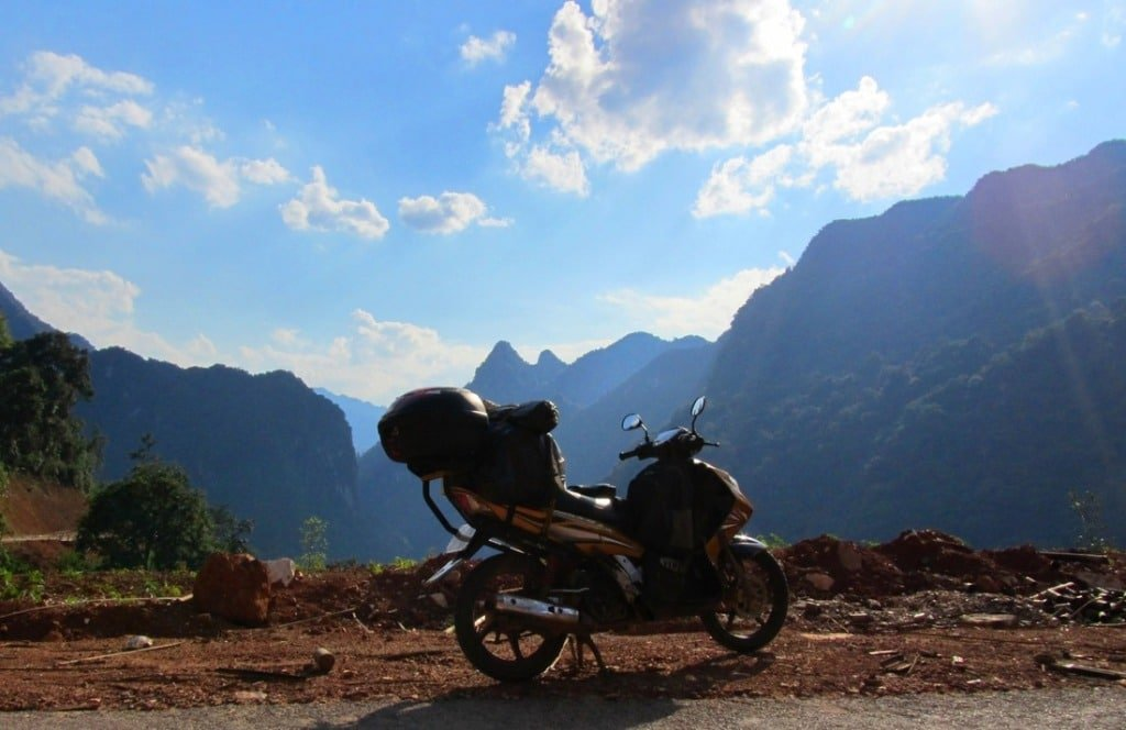 At the top of Sơn Thủy Pass