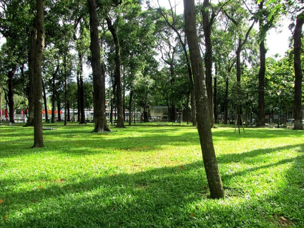 Reunification Park: during the day it's hot and empty