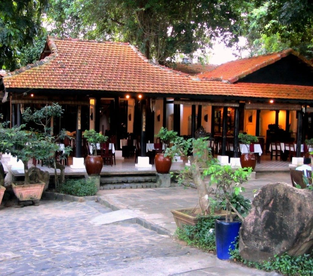 The restaurant at Vên Vên Hotel