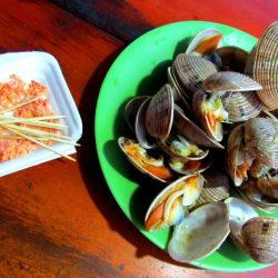 Shellfish steamed with ginger and dipped in chilli, salt and lime: simple and delicious!