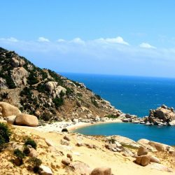 Mũi Dinh Promontory: sandy and boulder-strewn with wild, windy, isolated beaches