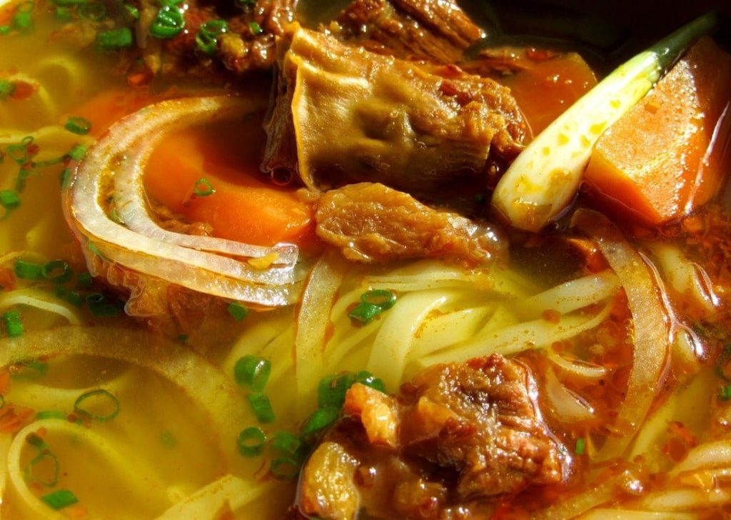 Amber broth: rich, spicy & citrusy