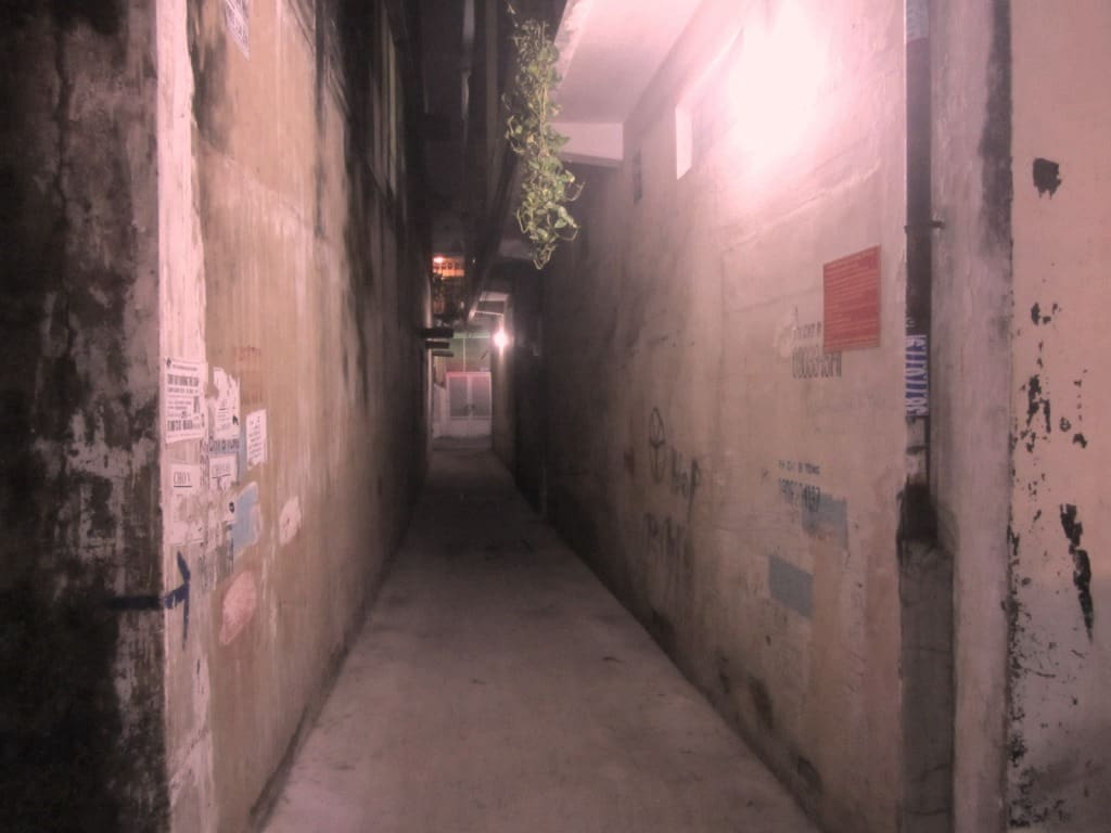 Get lost: wander through the alleys
