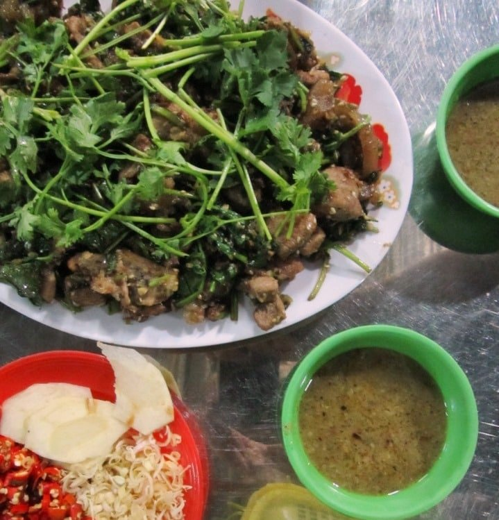 Chopped cat meat grilled with herbs