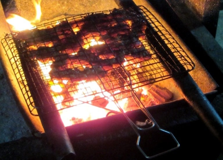 Flame-grilled cat ribs