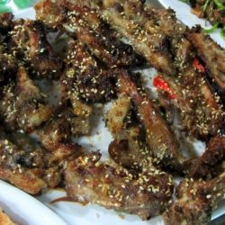 Barbequed chops with sesame seeds