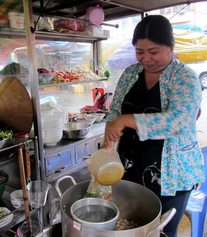 Ms Nguyen Thi Thanh is The Lunch Lady