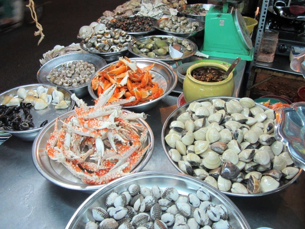 Snails & shellfish, street food, Saigon