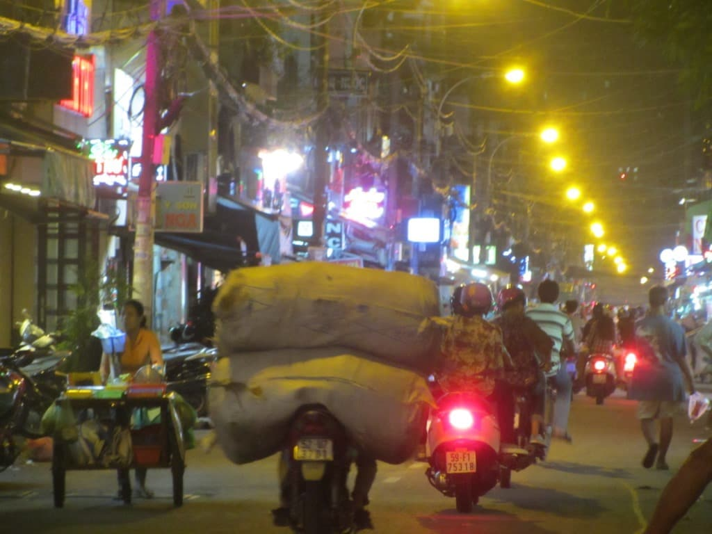 7 Great Streets for Street Food in Saigon - Vietnam Coracle