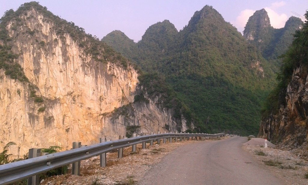 The road to Tra Linh