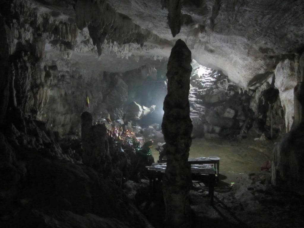 Dynasty worship in a limestone cave