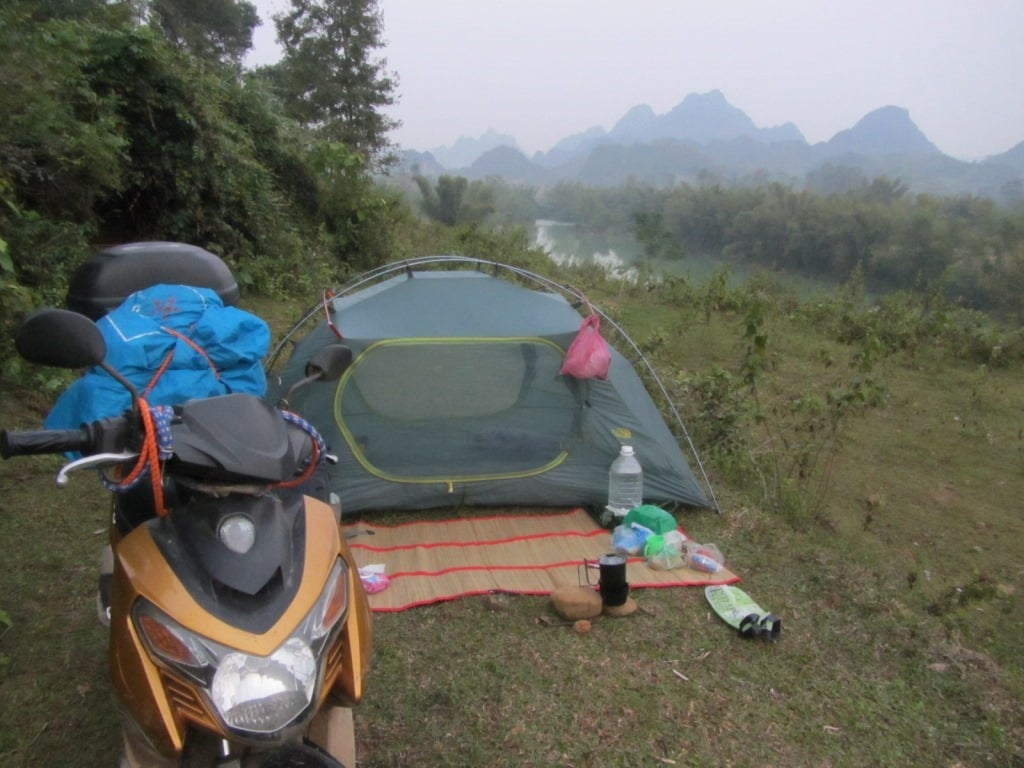 Camping above the Quay Son River