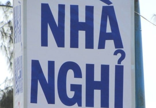 Nhà nghỉ means 'guest house' in Vietnamese