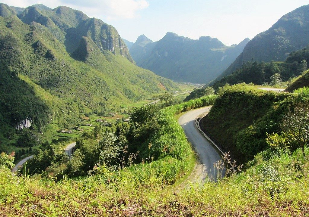 The '9-Turn Pass', Dong Van, Ha Giang