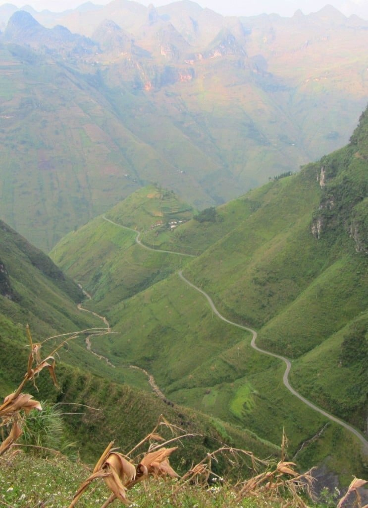 Meandering mountain pass, Meo Vac