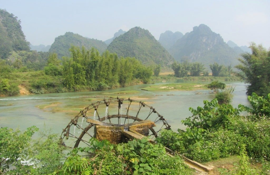 Bamboo water wheel on the Quay Son River