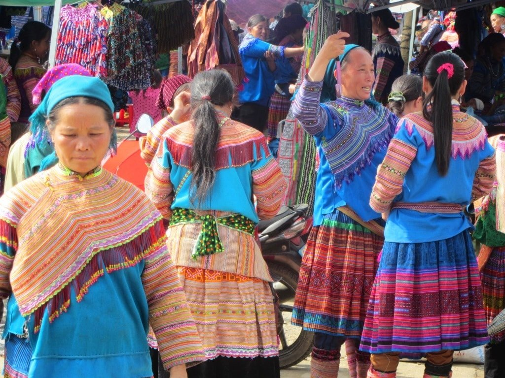 Colourfully dressed ethnic minorities, Bắc Hà Market