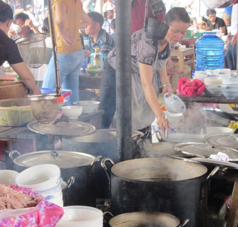 The hot food section, Bắc Hà Market