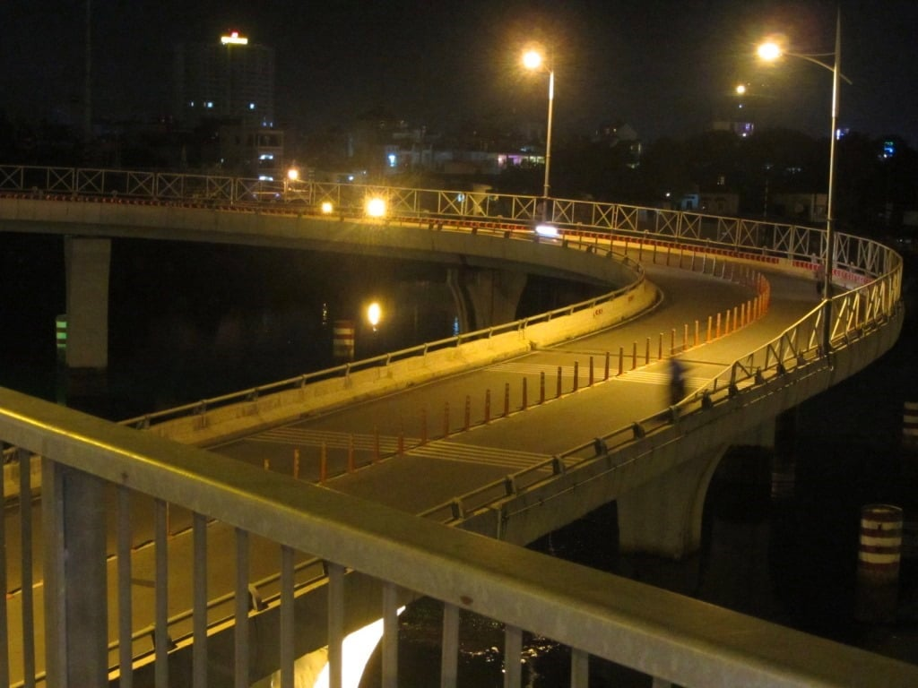 Nguyen Van Cu Bridge at night, Saigon