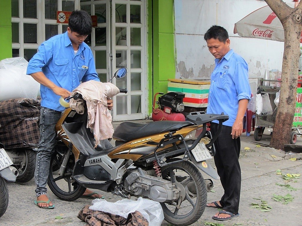 How to send your motorbike on the train, Vietnam