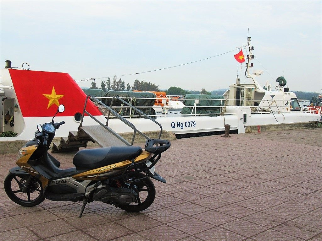 Sending a motorbike on the fast boat, Sa Ky to Ly Son Island