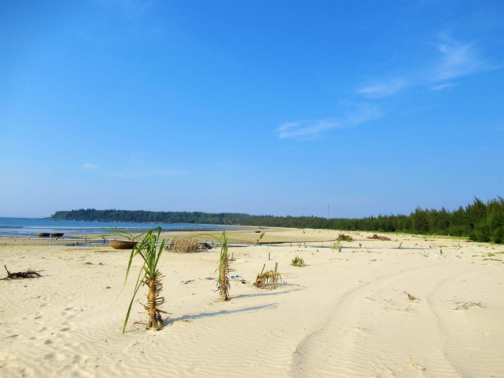 Long, sandy beach, Tam Hai Island, Quang Nam Province, Vietnam