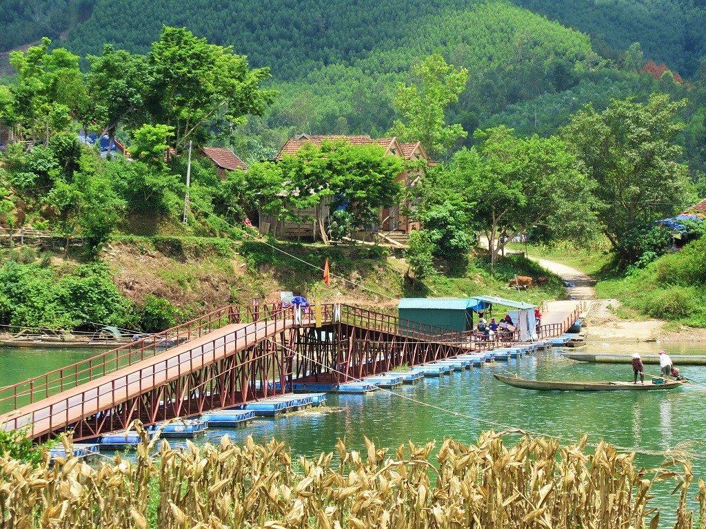 Pontoon bridge over the river, Phong Nha