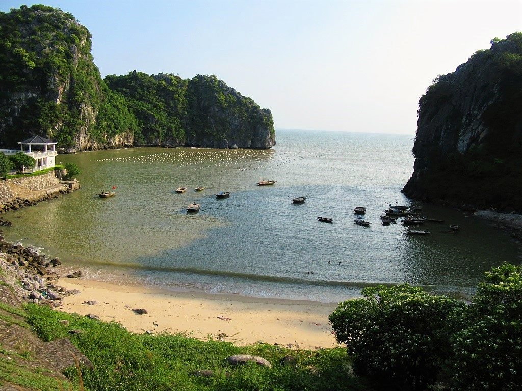 Double Crescent Beach, Cat Ba Island, Vietnam