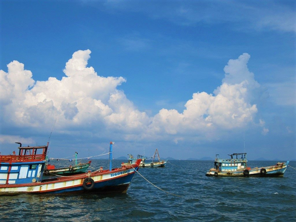 Take a boat to visit the outlying island, Pirate Archipelago, Hai Tac Island, Vietnam