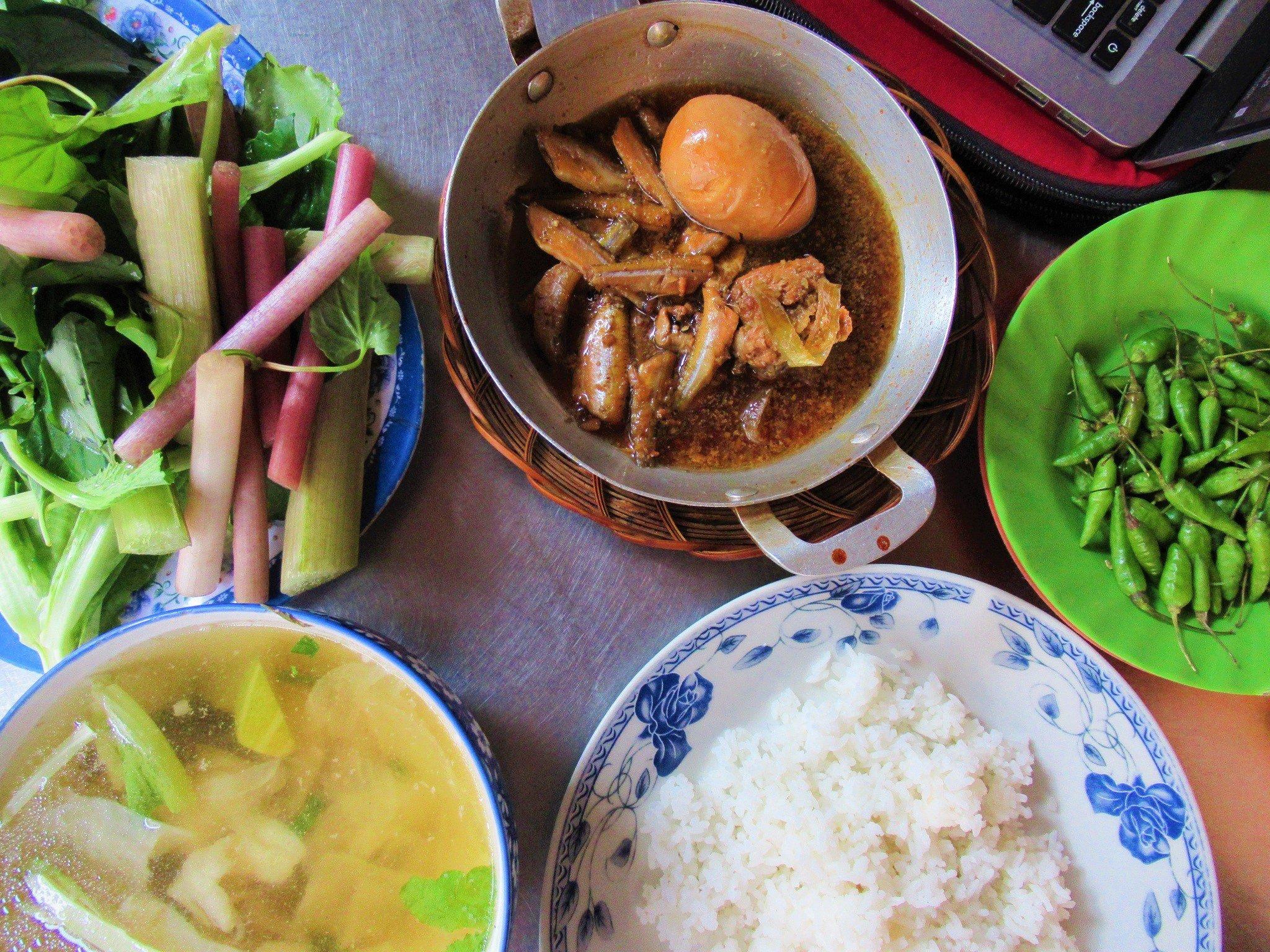 Cơm bình dân, 'common' rice lunch, Vietnam