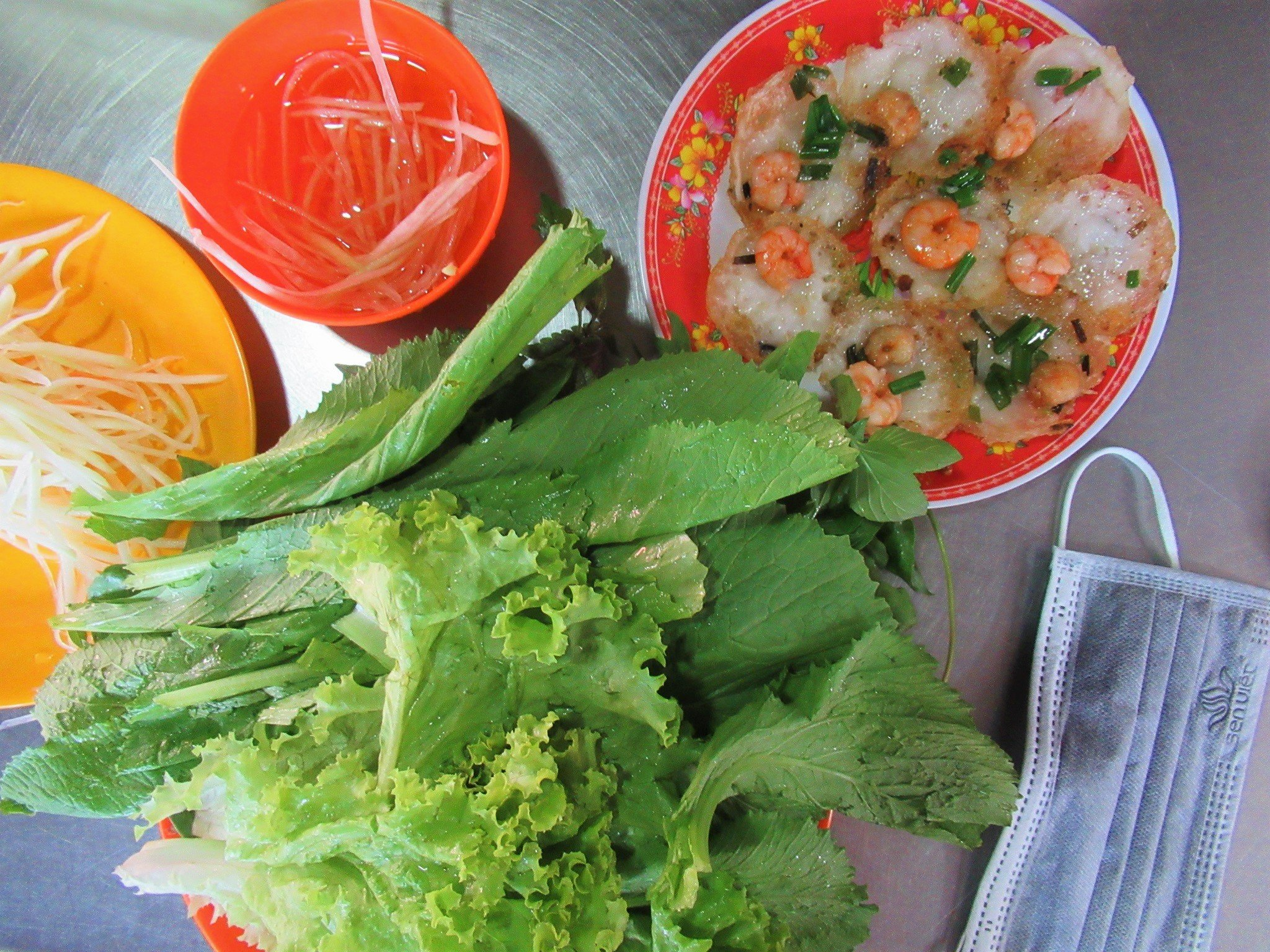 Bánh khọt, rice flour batter medallions, Vietnam