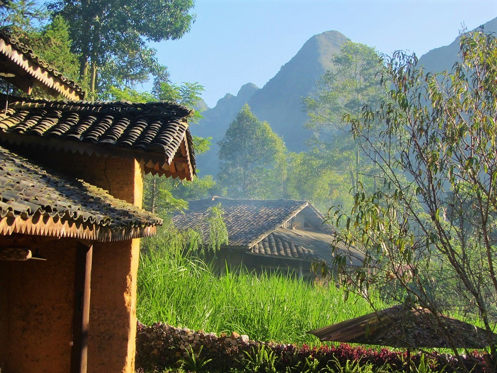Old tile rooftops in Meo Vac