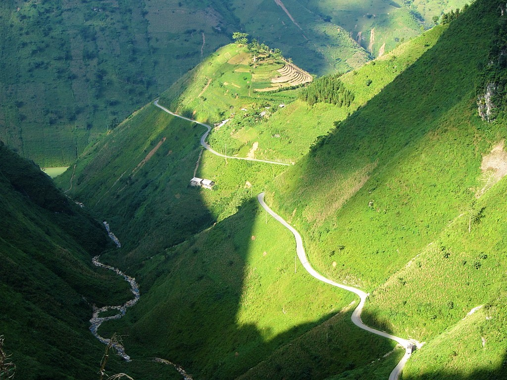 Curl roads & contours on the Ha Giang Extreme North Loop