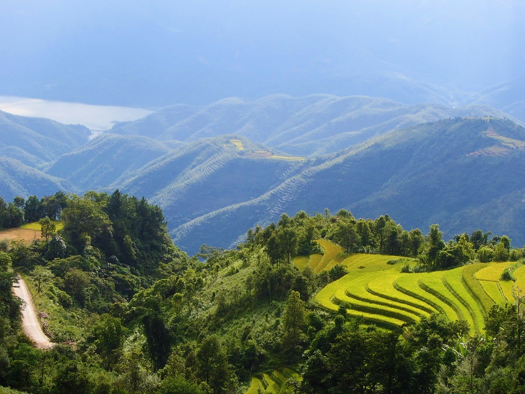 Stunning scenery on the Sin Ho Loop, northwest mountains
